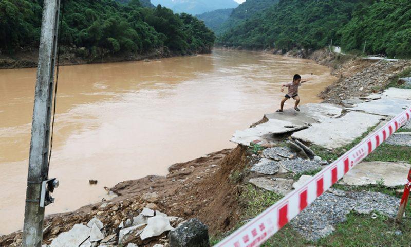 """Lào Cai xin xây 2 dự án thủy điện trên sông Hồng: Lo ngại dòng sông bị """"băm nát"""""""