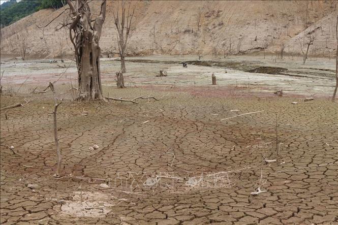 Nghệ An: Mực nước hồ thủy điện Bản Vẽ xuống thấp kỷ lục