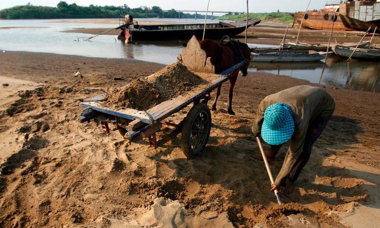 'Cơn khát cát' phá hủy sông Mê Kông