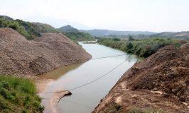 Lào Cai: Doanh nghiệp ngang nhiên lấp sông trái phép để làm đường chở khoáng sản