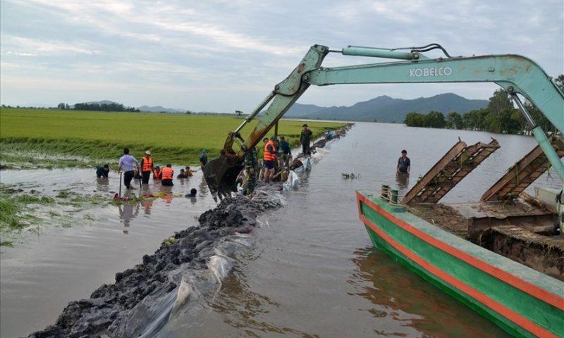 Khát nước ở vùng sông nước: Tại cả thiên tai lẫn nhân tai